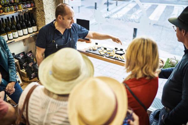 Ecoutez nos artisans qui comme Thierry, partage avec passion leur savoir sur leur produits.